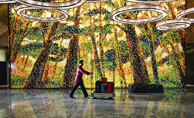 A touch of artful glamour meets you right at the lobby when the large-scale artwork by Miao Tong stretches before your eye. Called Nature and Mankind, the artwork depicts an ancient forest scene through colourful mosaic glass tiles.