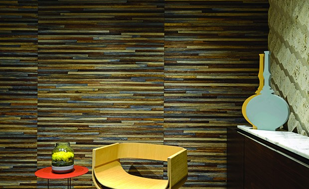 The stylish entrance lobby displays two kinds of wall finishes: an earthy wallpaper from Elitis and a three dimensional geometric pattern rendered in travertine block that speaks volumes of the expertise of the local stone masons. Against the latter stands a customized console in fumed veneer. A Roma Chair (Emmemobili) and a Panna Cotta side table from Molteni & C keep it company.