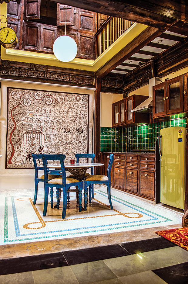 Adorned with patterns of auspicious lotus in china mosaic, the courtyard accommodates a cosy dining space coupled with a well-equipped kitchen featuring handmade royal green ceramic tiles and antique ceramic knobs.