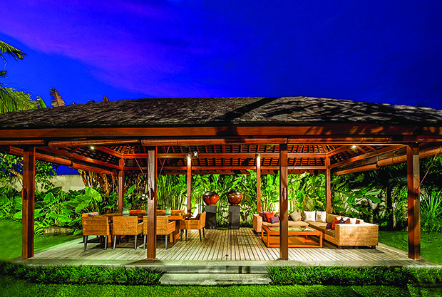 This Pavilion Lounge created by Tropical Paradise is perfect for long conversations amidst nature as well as eating a hearty meal with family on a cold winter night.
